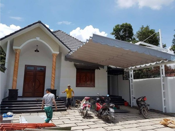Mái hiên trước nhà